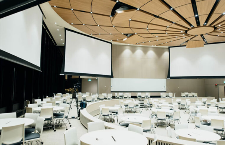 How to Design an Attractive Virtual Stage for Your Online Event